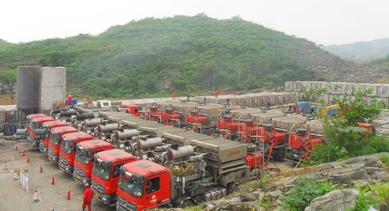 中国第一口页岩气水平井压裂作业